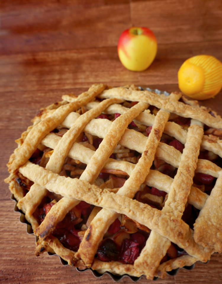 cranberry apple pie close up