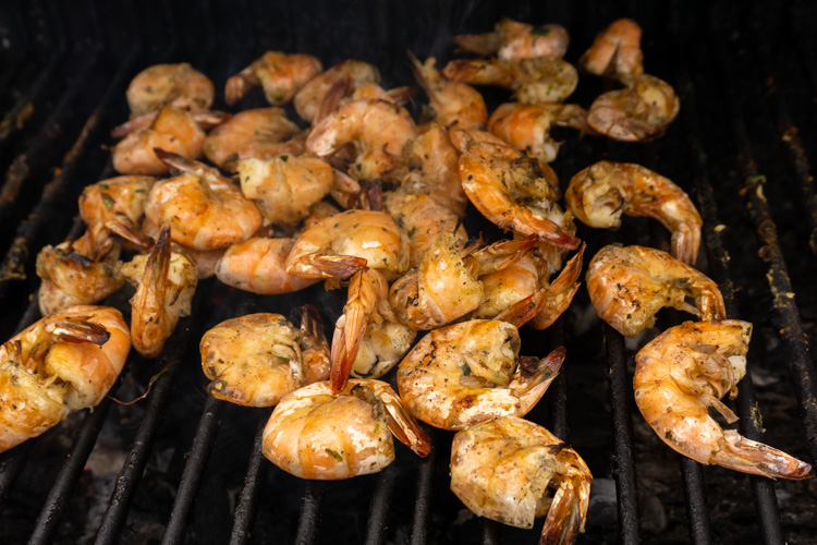 cooked shrimps on barbecue