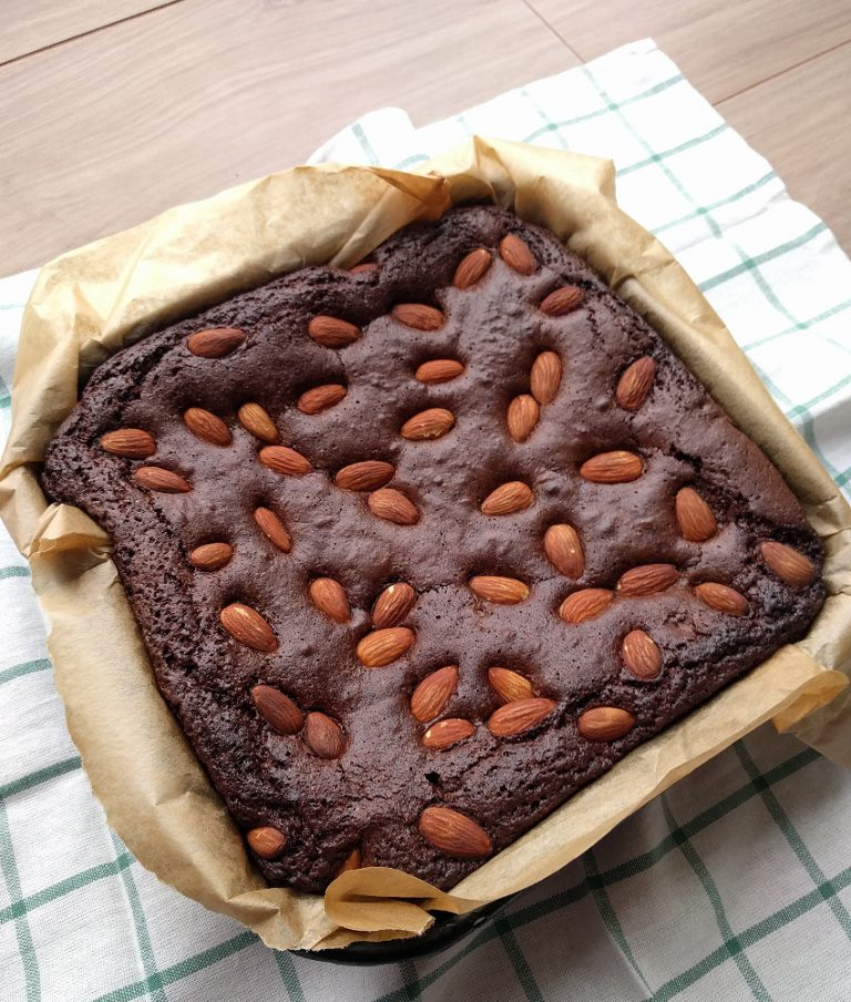 almond brownie, light and fluffy