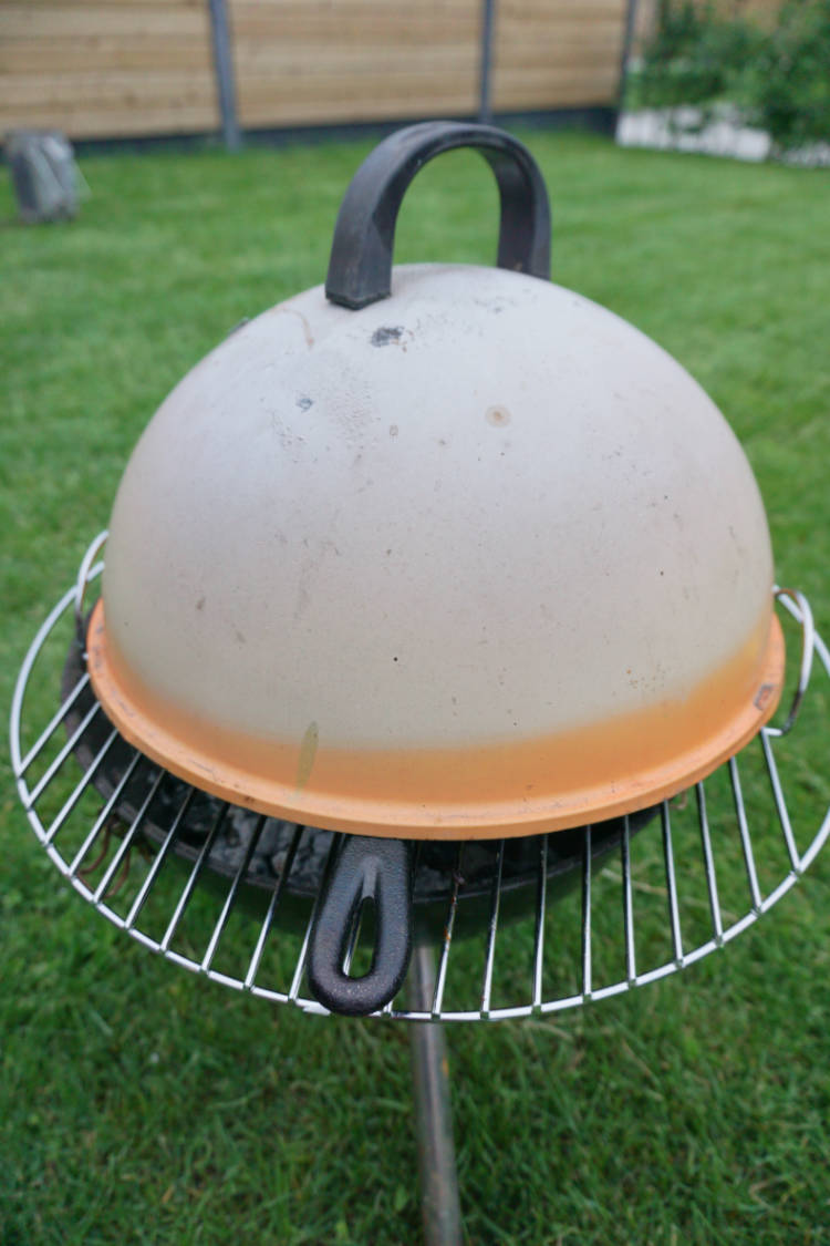 baking a cookie on a barbecue, with lid