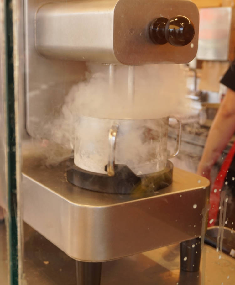 ice cream making with liquid nitrogen