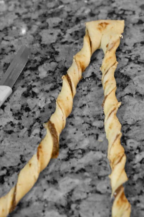 rolling kardamummabullar dough